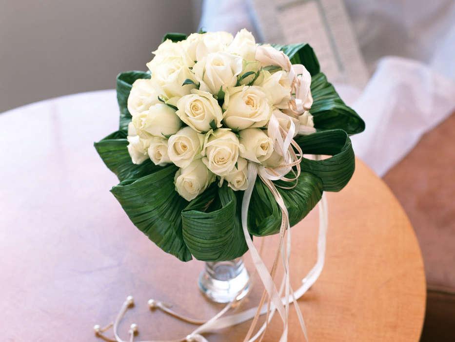 Букет из белых роз на свадьбу в подарок 33